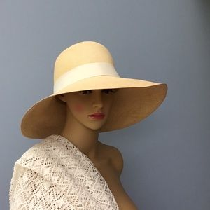 Gorgeous hat!